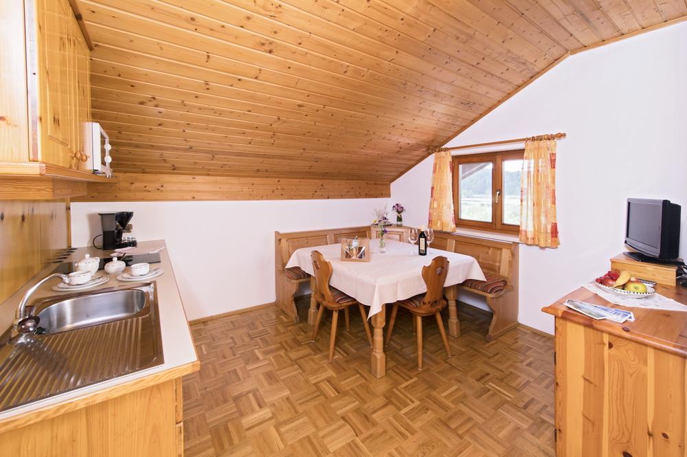 ferienwohnung-turnersee-wohn-esszimmer-Ilsenhof_12_Zupanc