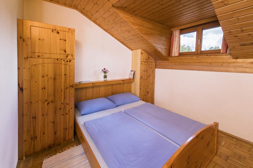 schlafzimmer-ferienwohnung-turnersee-Ilsenhof_11_Zupanc